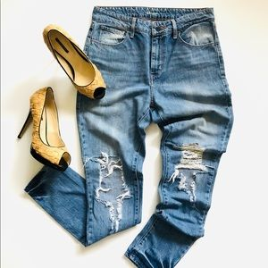 Levi's High Rise 28 Distressed Jeans